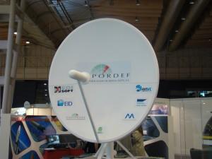 Uma das 6 antenas de 2,8 metros, que foi emprestada pelo Observatório Aeroespacial de Oeiras à EMPORDEF para uma exposição na FIL (também foi depois roubada do IST).