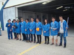 As duas equipas de alunos na prova final CanSat 2015