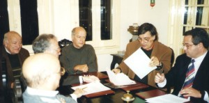 Acto da assinatura do Protocolo celebrado em Fevereiro de 1998 entre a REP e a Liga do Mar, tinha por finalidade criar o Observatório Aeroespacial de Oeiras