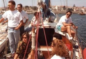 Acostagem do CASVIC ao veleiro MELIA na baia de Cascais que o esperou ao largo da costa portuguesa na madrugada da sua aterragem em Lisboa.