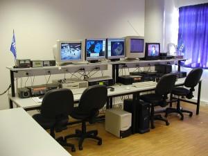 Vista dos equipamentos de sócios fundadores do Observatório Aeroespacial de Oeiras que em 2005 foi emprestado ao IST-Tagus (1ª fase do CS5CEP) e que era depois exibido por professores e alunos, como sendo iniciativa do IST