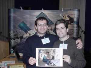 Jovens dirigentes e voluntários do Observatório Aeroespacial de Oeiras durante a primeira deslocação à ARISS em ESTEC, no âmbito da REP-AMSAT em 2000